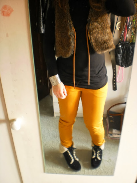 Outfit-post/// Fake Fure Mustard