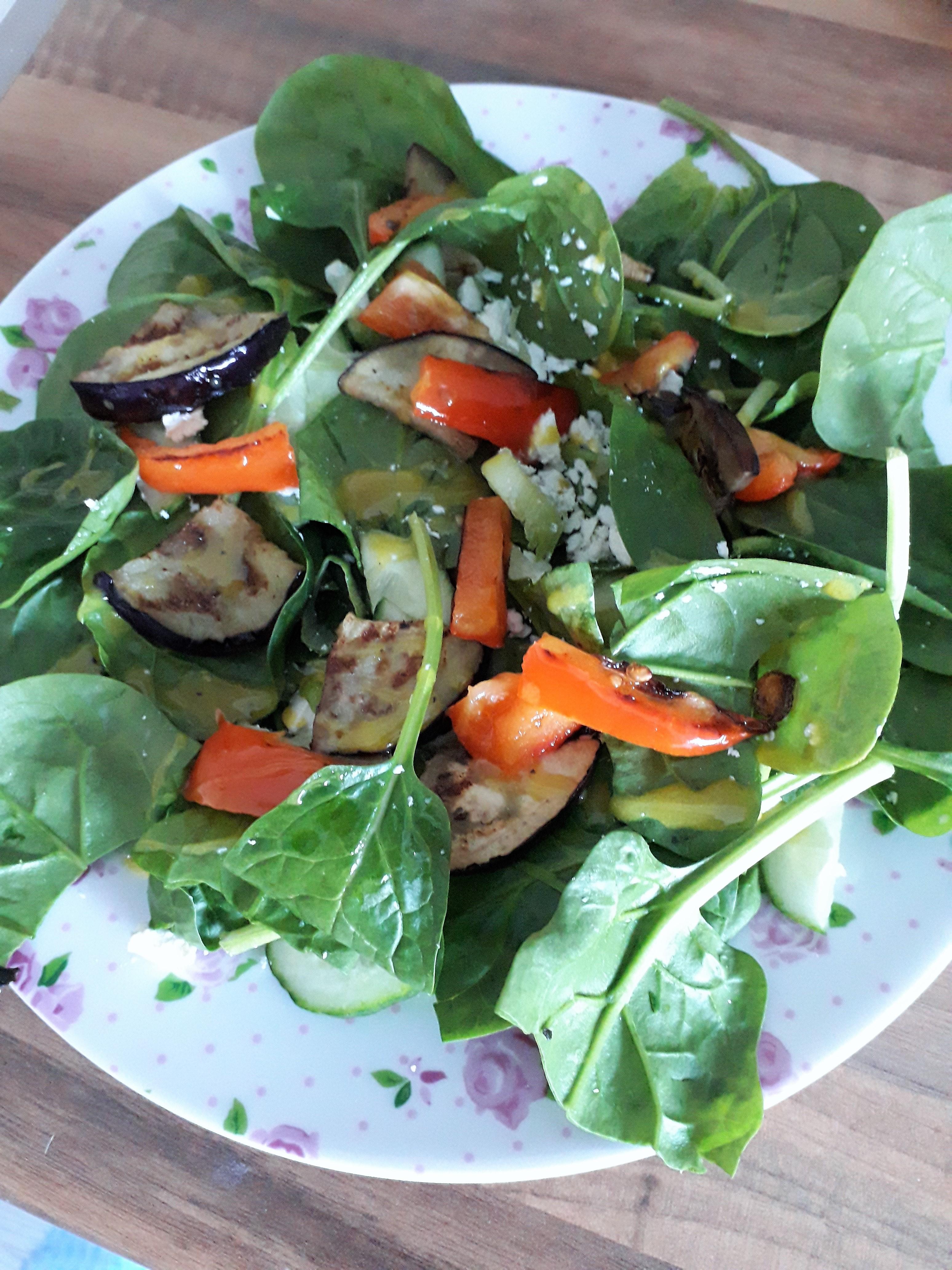 Spinazie salade met gegrilde groenten